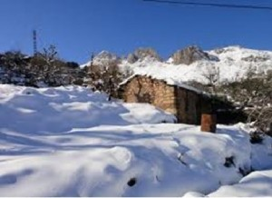Montagne enneigée en Kabylie